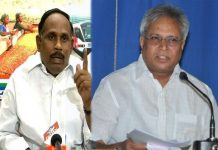 undavalli arun kumar pressure in between YSRCP and Congress