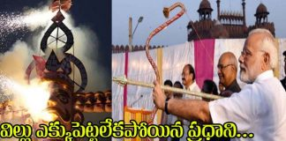 Bow fails, PM Modi throws arrow at Ravana with a smile