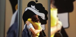 India Cricket Captain Virat Kohli And Anushka Sharma Kissing In Public