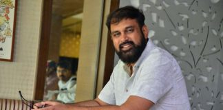 director vakkantham vamsi asked for an apology