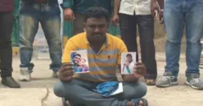Boy Friend Dharna in front of Girlfriend House at Nizamabad