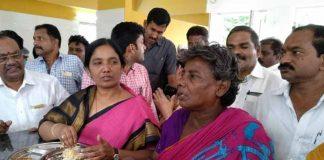 Minister Paritala sunitha scolds a boy working in anna canteen