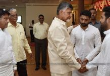ChandraBabu And Balayya Meet to Jr NTR in Harikrishna Ceremony