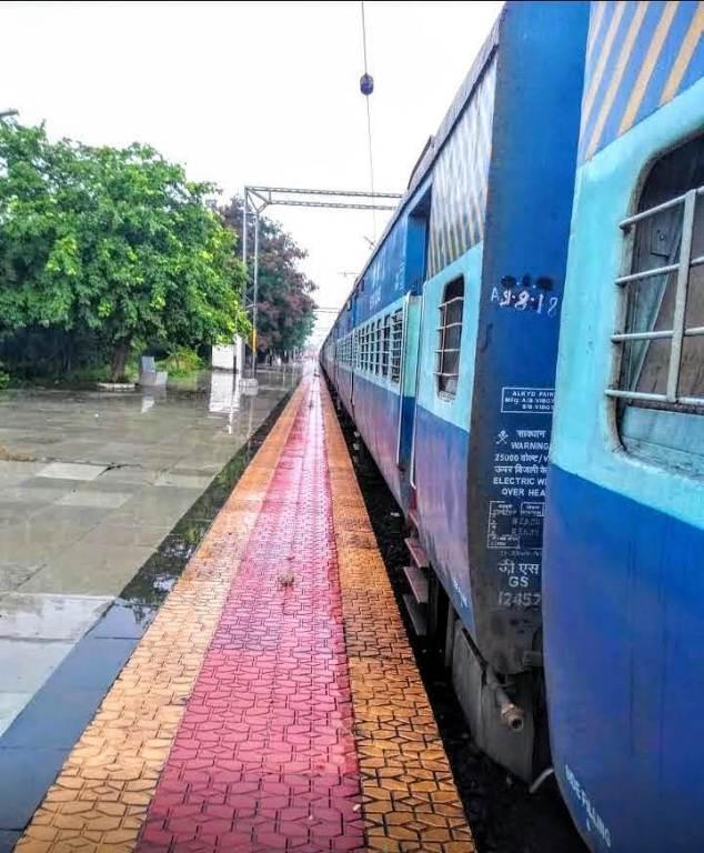 kakatiya passenger train stopped due to track repair