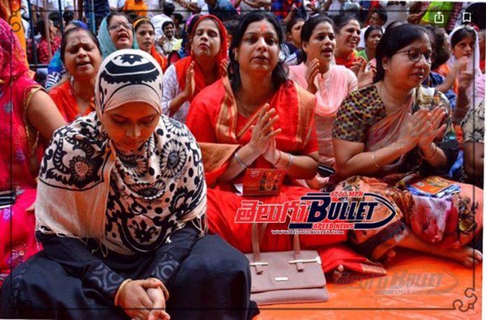 kolkata woman thraetened for hanuman chalisa in hijab