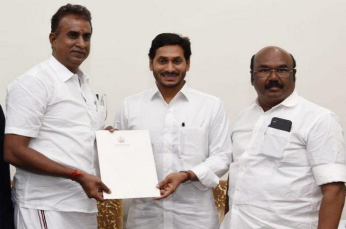 tamil-ministers-seeking-help-from-pagan