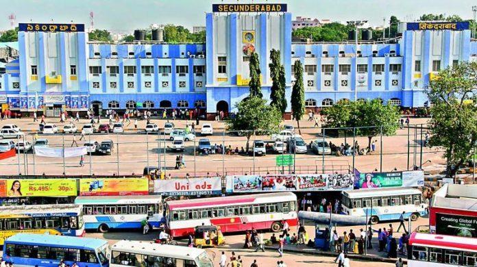 సికింద్రాబాద్ రైల్వేస్టేషన్ లో బాంబు